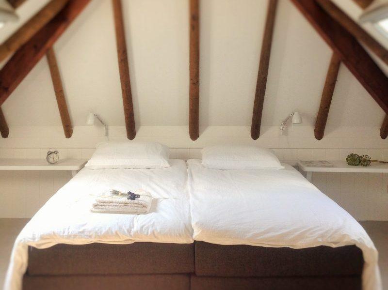 Slaapkamer 2 met 2 eenpersoons bedden